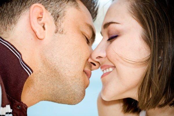 candidiasis contagio pareja besos