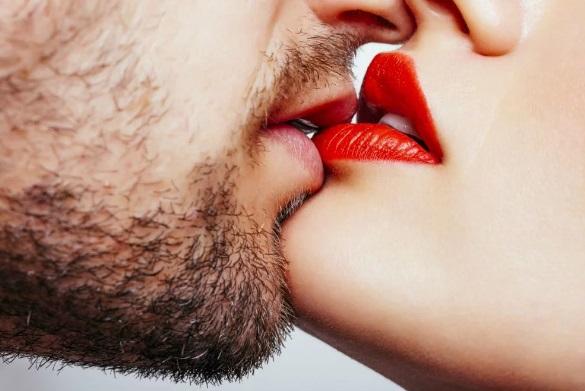 candidiasis oral contagio besos